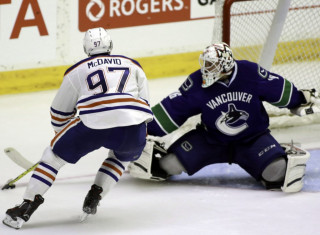 NHL Hockey Betting:  Edmonton Oilers at Winnipeg Jets&h=235&w=320&zc=1