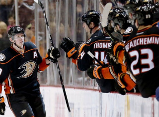 NHL Hockey Betting:  Anaheim Ducks at Vancouver Canucks&h=235&w=320&zc=1